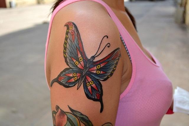 Татуировка выполнена на плече по индивидуальнаому рисунку для клиентки, продолжение рукава. Мастер Виолетта Доморад