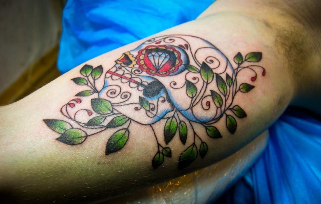 Художественная татуировка череп.Мастер Денис Марахин.