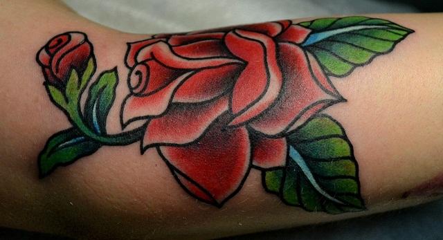Татуировка РОЗОЧКА выполнена на сгибе руки. Мастер Виолетта Доморад. Перекрытие маленькой татуировки.