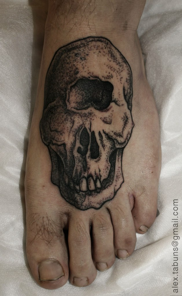 Художественная татуировка Череп циклопа. Мастер Александра Табунс.