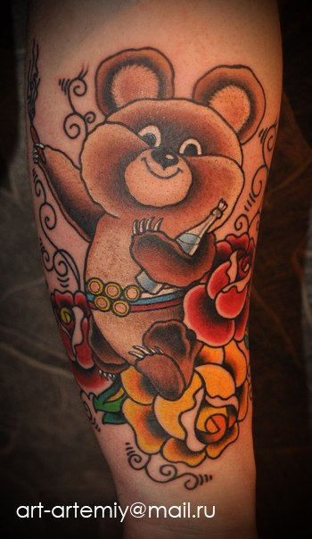 Художественная татуировка Олимпийский мишка. Мастер Артемий Жаравby (Жан)