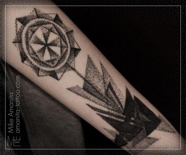 Художественная татуировка Цветок. Перекрытие старой (Cover-up). Мастер Михаил Колесников