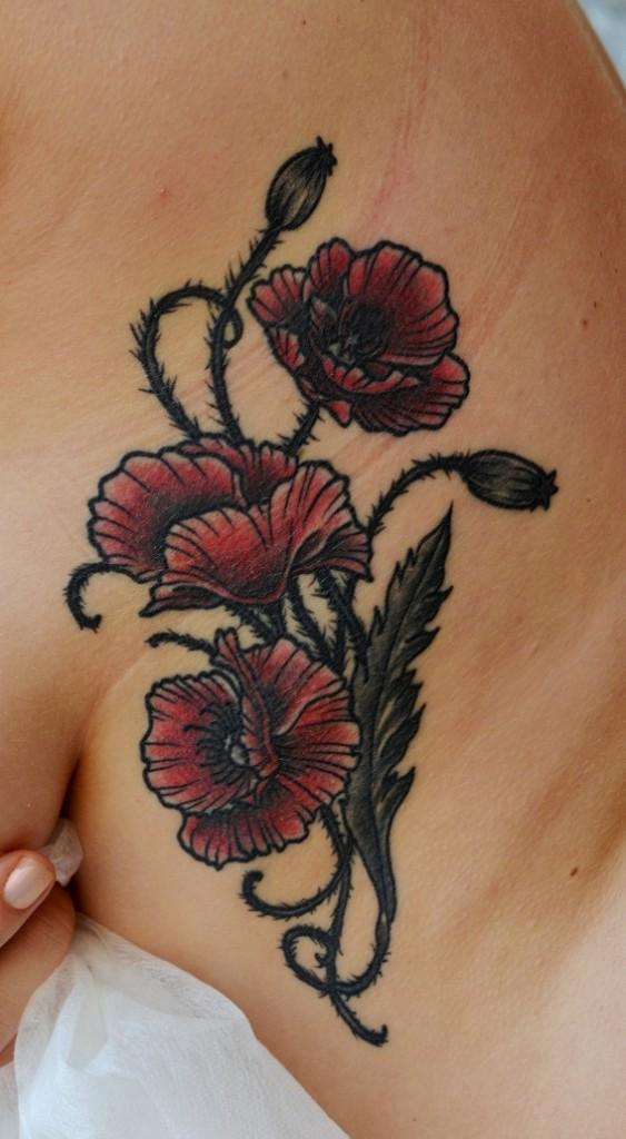 Татуировка выполнена на боку (около груди). 1 сенас. По индивидуальному эскизу. Мастер Виолетта Доморад
