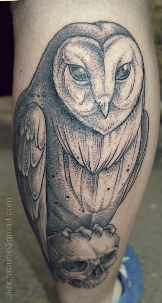 Художественная татуировка Сова. Мастер Александра Табунс.