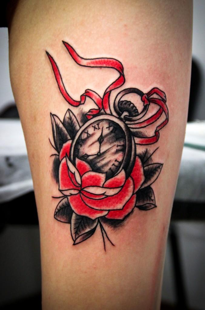 """Художественная татуировка """"Часики"""". Мастер Денис Марахин. Расположение: нога."""
