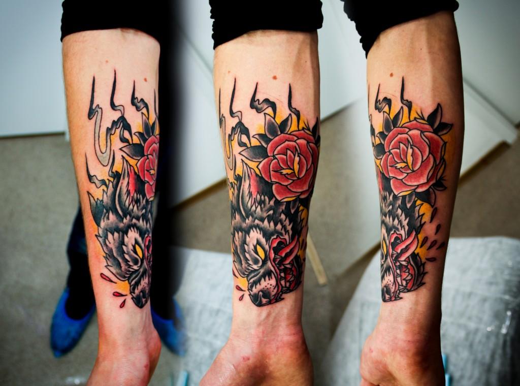 """Художественная татуировка """"Волк"""". Мастер Денис Марахин. Расположение: предплечье."""