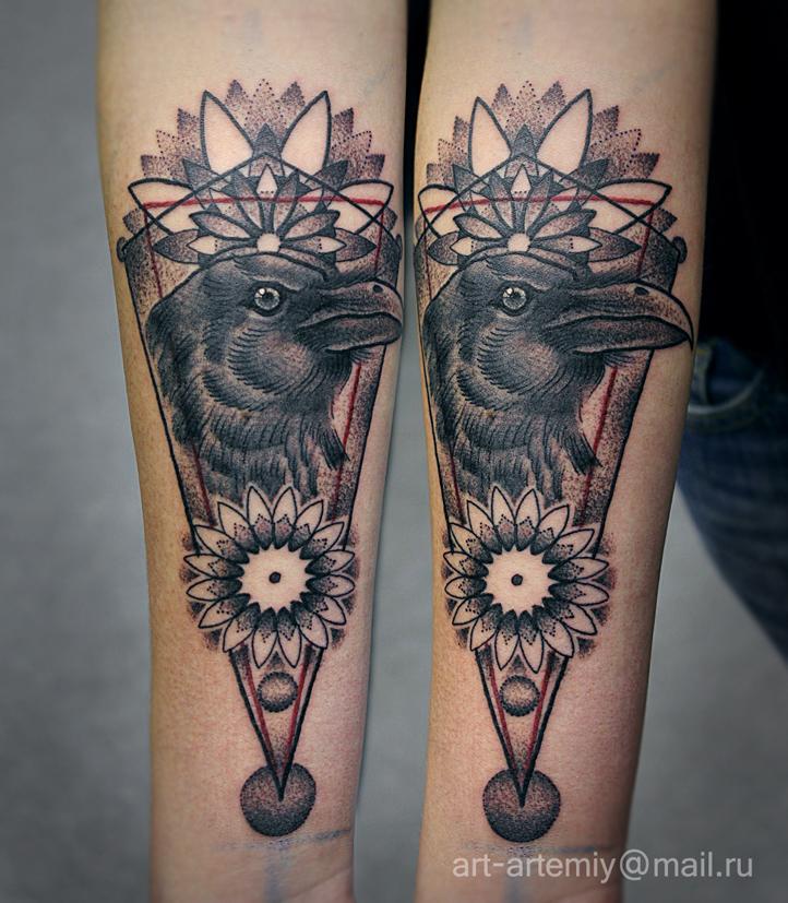 """Художественная татуировка """"Ворон"""" в Dot-work. Мастер Артемий Жаравин. Расположение: предплечье."""