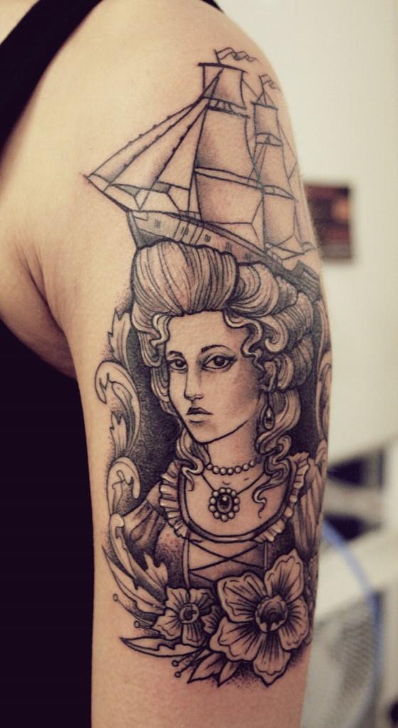 Мастер Александра Табунс. Татуировка Девушки с кораблем.