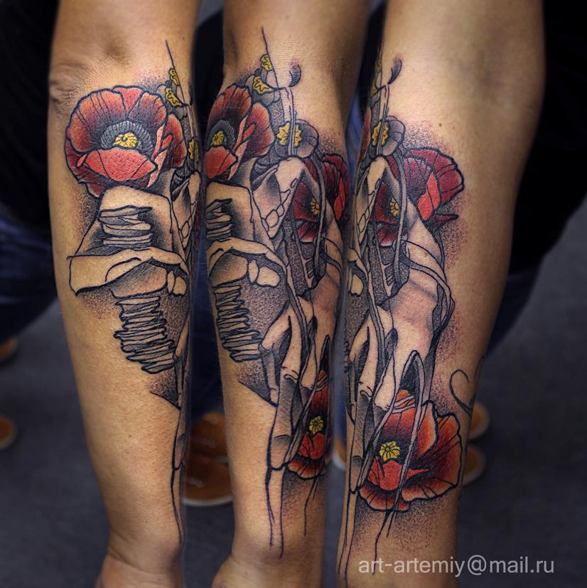 """Художественная татуировка """"Маки"""". Мастер Артемий Жаравин. Расположение: предплечье."""