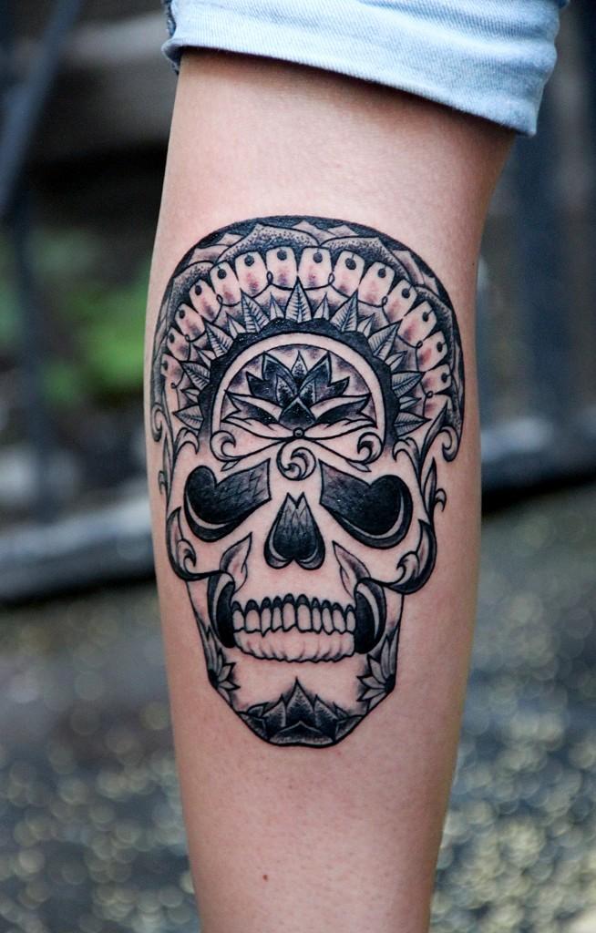 """Художественная татуировка """"Череп"""". Мастер Валерий Моргунов. Расположение: голень."""