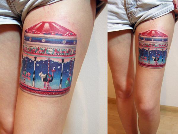 """Художественная татуировка """"Карусель"""". Мастер Саша Unisex. Расположение: бедро."""