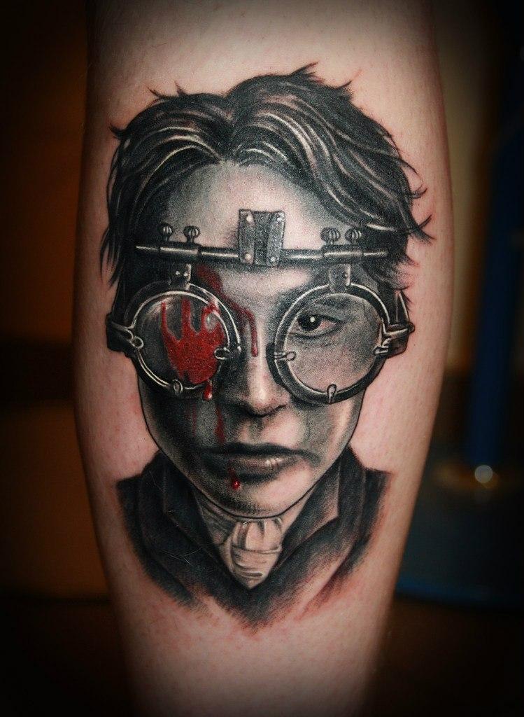 """Художественная татуировка портрет Джони Депа из фильма """"Сонная лощина""""."""