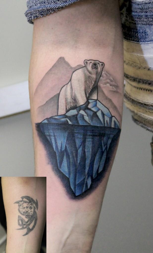 """Татуировка """"Мишка на Севере"""". Cover up. Мастер Паша Заволока."""