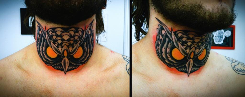 """Художественная татуировка """"Сова"""". Мастер Денис Марахин. Расположение: шея."""