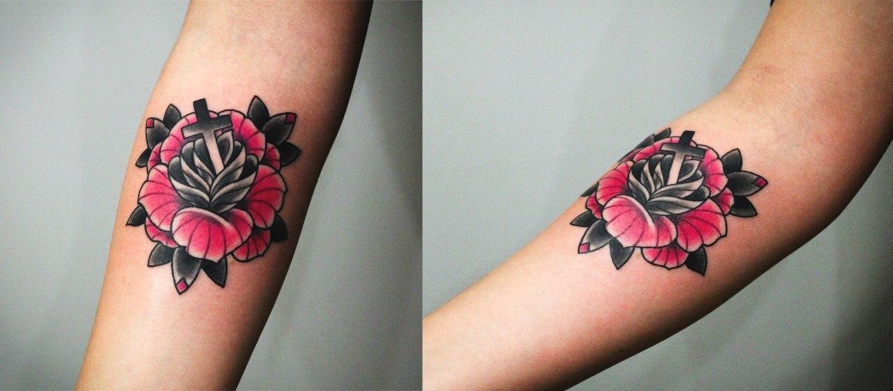 Художественная татуировка «Роза». Мастер Денис Марахин. Выполнена по собственному эскизу по акции в подарок для прекрасных дам к 8му марта=)