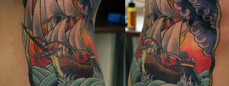 Хужодественная татуировка корабль от Данилы-мастера