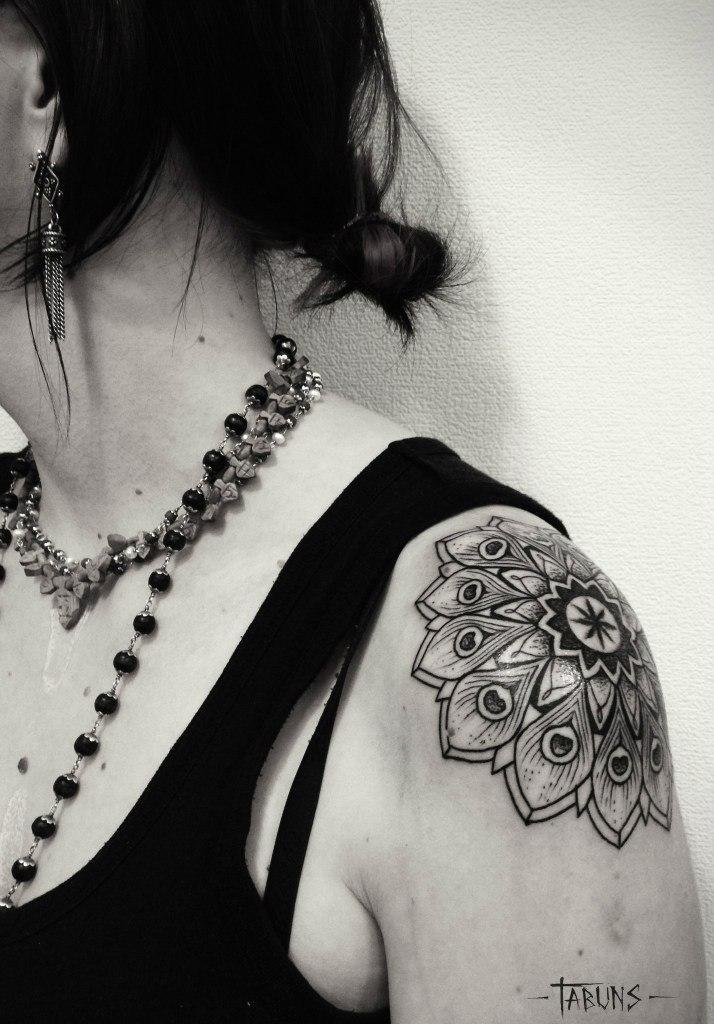 Художественная татуировка Мандала от Александры Табунс