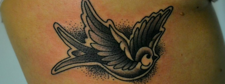 Татуировка «Ласточка». Мастер Виолетта Доморад.