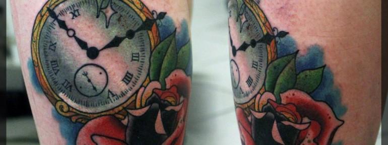 Художественная татуировка  «Часы и роза» от мастера Александра Соды.
