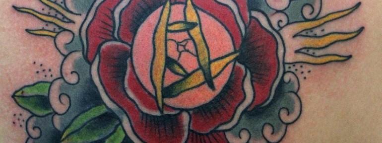 Перекрытие иероглифа розой от мастера Даниила Шумкова