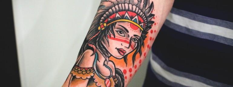 Художественная татуировка «Девушка индеец». Мастер Денис Марахин. Расположение: предплечье.