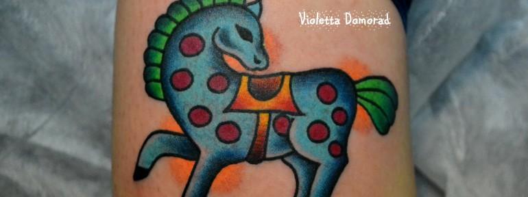 Татуировка пони в яблоках. Мастер Виолетта Доморад