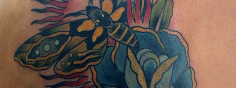Художественная татуировка Мотылёк и роза. Перекрытие от Данилы-Мастера
