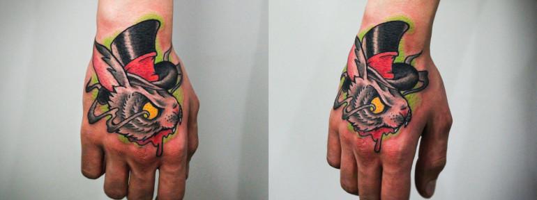 Художественная татуировка «Кролик». Мастер Денис Марахин. Расположение: кисть.