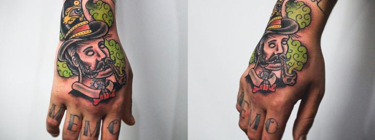 Художественная татуировка «Мужик». Мастер Денис Марахин. Расположение: кисть.