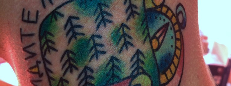 Татуировка «идите лесом». Мастер Егор Лещев.
