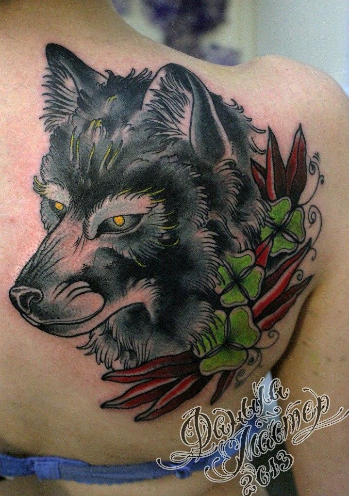 Художественная татуировка Волчица от Даниила Шумкова