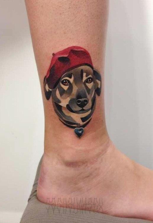 Художественная татуировка «Собачка в берете». Мастер Саша Unisex.