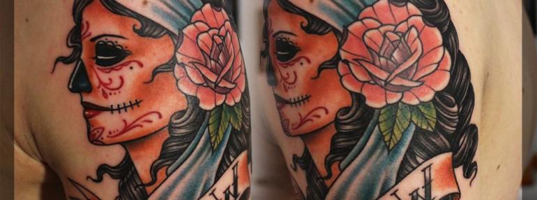 Художественная татуировка «Девушка с розой». Мастер Павел Заволока.
