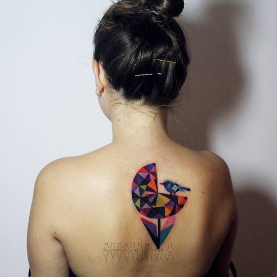 Художественная татуировка «Птичка на цветке» от Саши Унисекс
