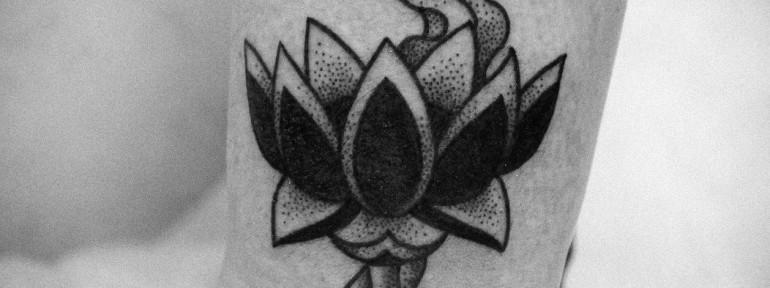 Художественная татуировка «Лотос» от Ксении Волчок.
