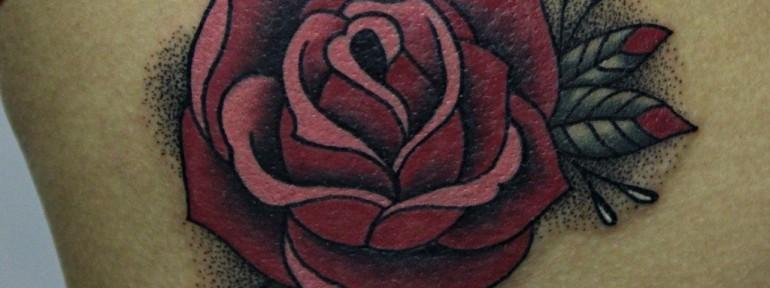 Художественная татуировка Роза от Алисы Чекед