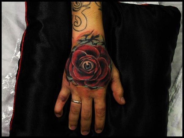 Художественная татуировка Роза с глазом от Сергея Хоррора