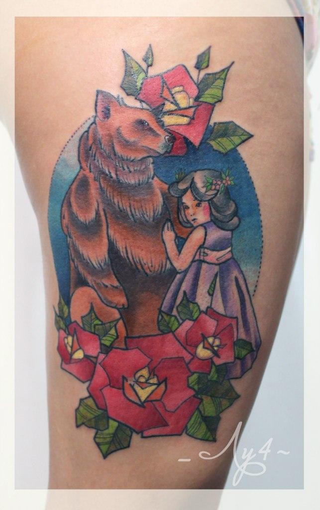 Художественная татуировка «Медведь и девочка». Мастер Катя Луч.