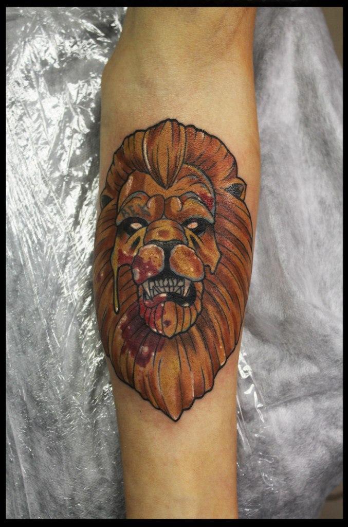 Художественная татуировка «Лев» от Сергея Хоррора.