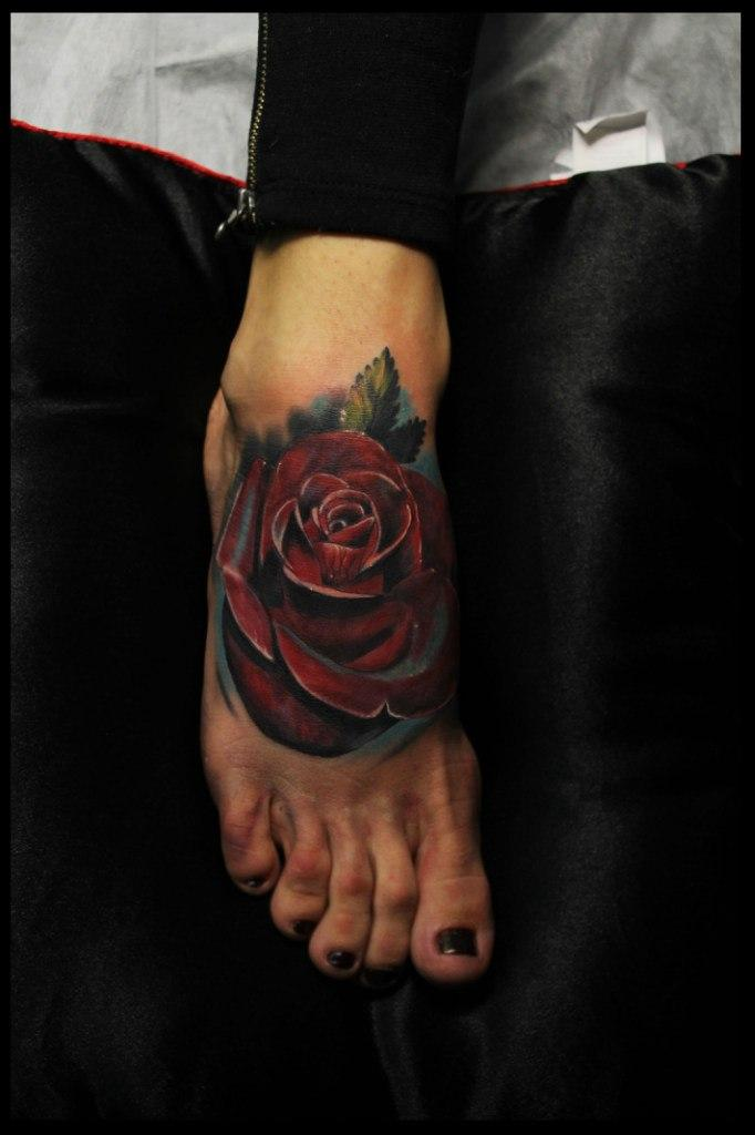 Художественная татуировка Роза от мастера Сергея Хоррора