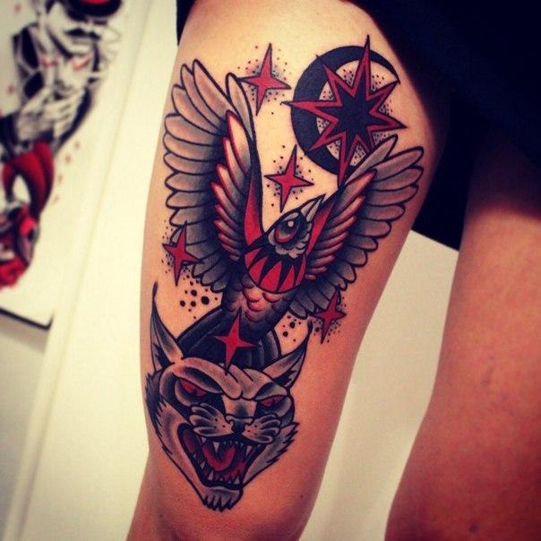 Художественная татуировка «Кот , птица и месяц». Мастер Денис Марахин.