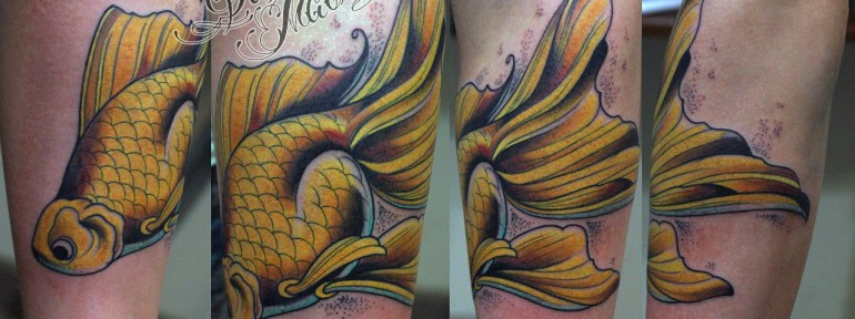 Художественная татуировка «Golden Fish» от Данилы-мастера.
