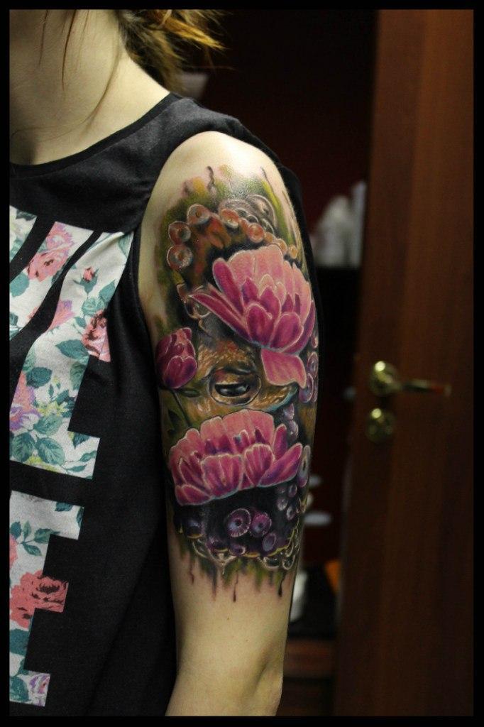 Художественная татуировка Цветы от мастера Сергея Хоррора