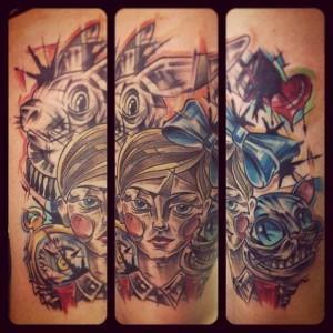 Художественная татуировка Алиса в стране чудес. Мастер Валера Моргунов.