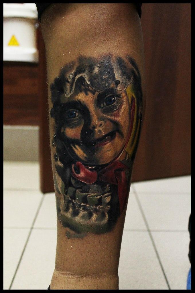 Художественная татуировка «Бабка» от Сергея Хоррора.