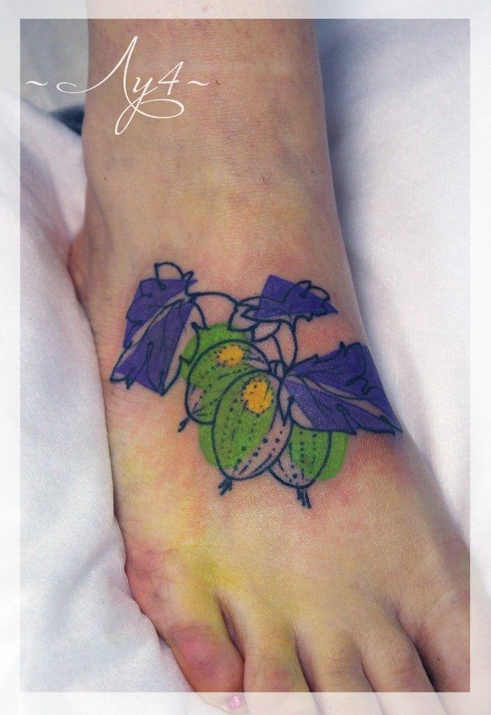 Художественная татуировка «Крыжовник». Мастер Катя Луч.
