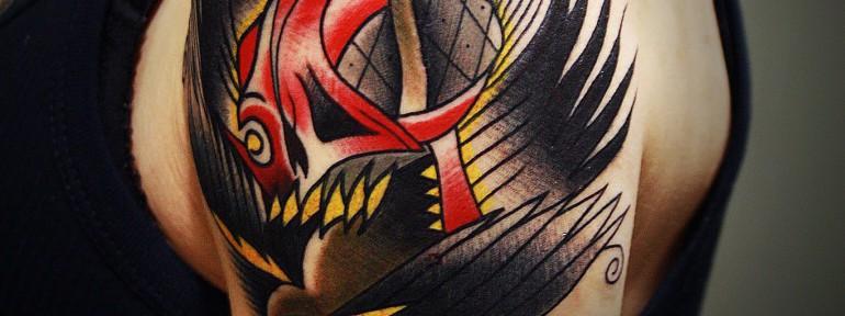 Художественная татуировка «Череп с птицей» в исполнении мастера Вовы Snoop'а.