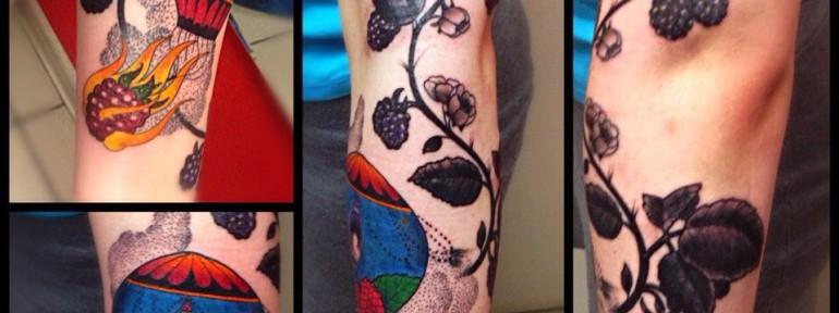 Татуировка  «Воздушный шар в ветке ежевики». Мастер Артем.