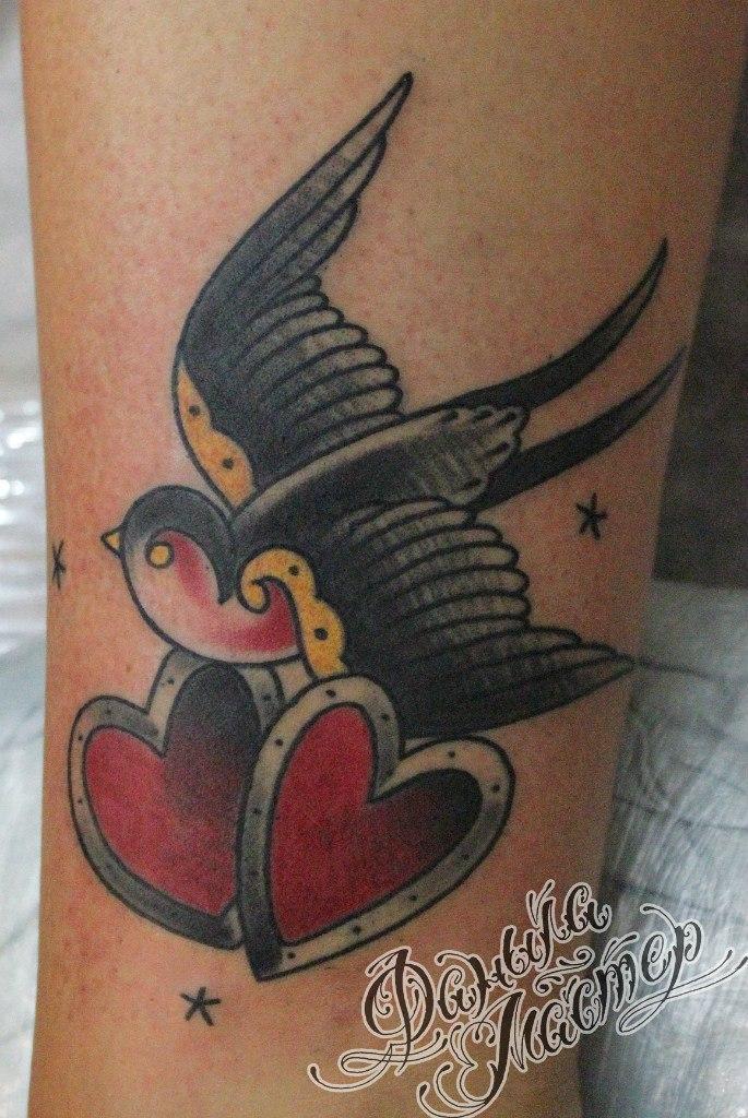 Художественна татуировка «Ласточка» от Данилы-Мастера.