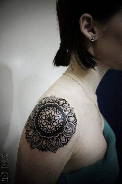 Художественная татуировка «Мандала». Мастер Саша Табунс.